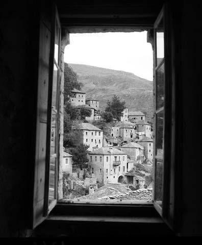 Το Συρράκο Ιωαννίνων από το παράθυρο του σπιτιού του Κρυστάλλη 1972φωτ.Τάκη Τλούπα.