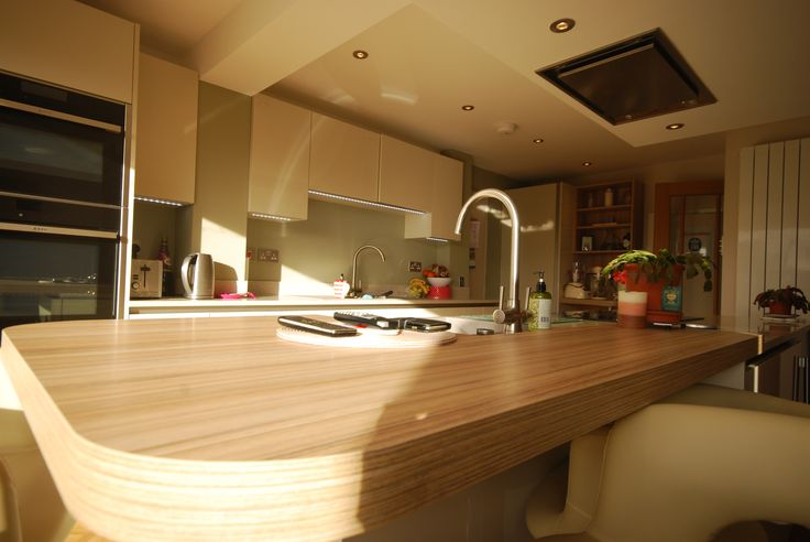 Fusion Linear Mussel Gloss Kitchen designed and installed by Saffron