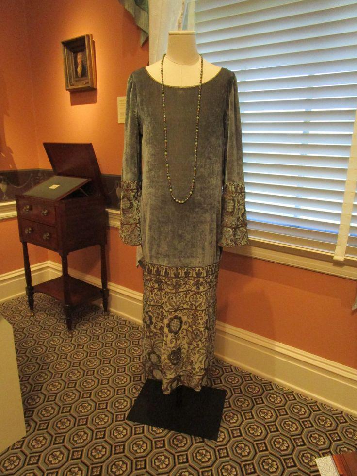 2016-08-26 Taft Museum Downton Abbey Exhibit - Sybil Crawley's silk velvet maternity dress embellished with gold embroidery (extant garment) (Season 3)