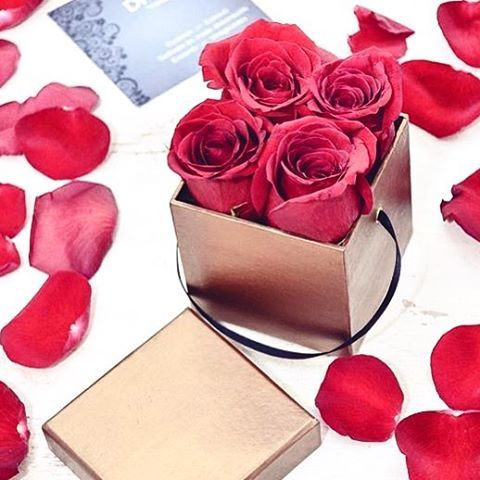 glamourhungaryMini Box a @difiorivirag szalontol  #difiori flowers #mik #ikozosseg #iközösség #instahun #instacool #instagood #roses #redroses #cute #sexy #want #more