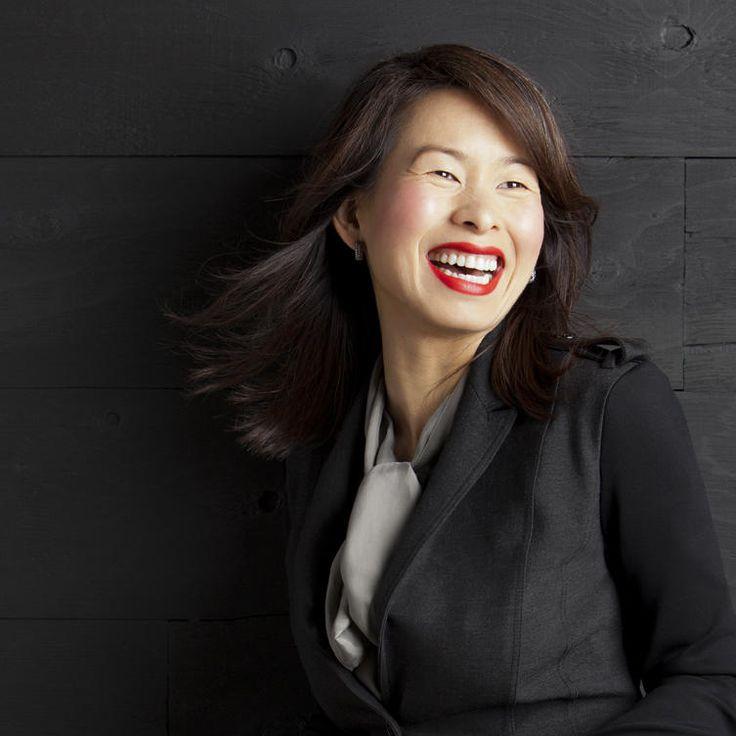 Kim Thúy est passée de la guerre du Vietnam au Zoo de Granby, d'un camp de réfugiés en Malaisie aux palaces de Monaco, d'avocate à restauratrice à auteure de best-sellers. Cette femme est un phénomène, et pas que littéraire.