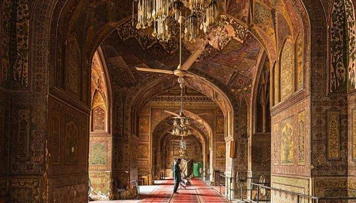 Masjid Wazir Khan, Lahore  A Tryst with Lahore by #Ayushmann Khurana & #Aparshakti Khurana |   Tripoto - Share and Discover Trips