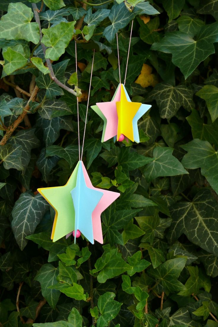 Vánoční+hvězdičky+z+papíru+Hvězdičky+jsou+vyrobené+z+kvalitního+pevného+kartonu+gramáž+220+gsm.+Rozměr+větší+hvězdičky+je+8,5+a+menší+6,5+cm.+Hvězdičky+jsou+vhodné+jako+vánoční+ozdoby+na+stromeček.