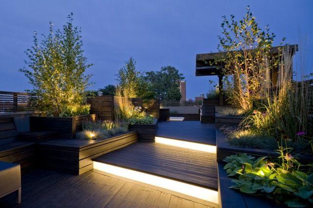 Holzkübel Dachterrasse Sichtschutz Beleuchtung LED Solar Paneele