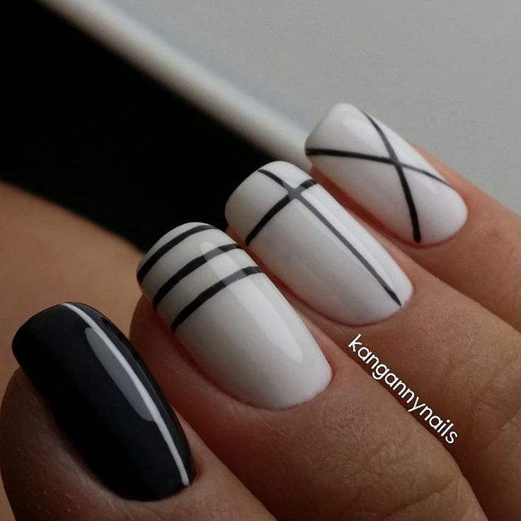 "92 Likes, 1 Comments - ' AnnA '강안나 (@kangannynails) on Instagram: ""Black & White #handmade #вручную #красимподкутикулой…"""