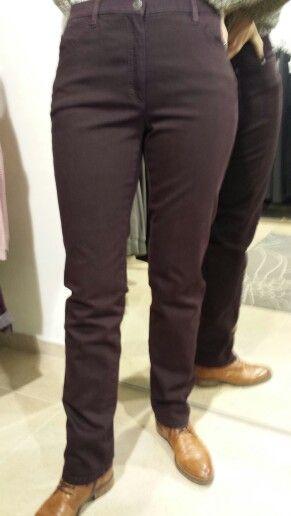 Aftellen naar 2016 met elke dag een andere Brax broek! Vandaag nr1 Brax Mary Glamour in bordeaux voor een zwaarder buikje. #broek #Brax #mary #slimfit #broekenspecialist