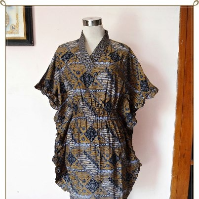 Batwing Blouse Rampel  Material: Cotton  Process: Wash Batik  Size:  - Chest Circumference: Fit to 106cm (Rubber Waist)  - Length: 87cm  Price: IDR 75000    * STOCK 1 PCS *