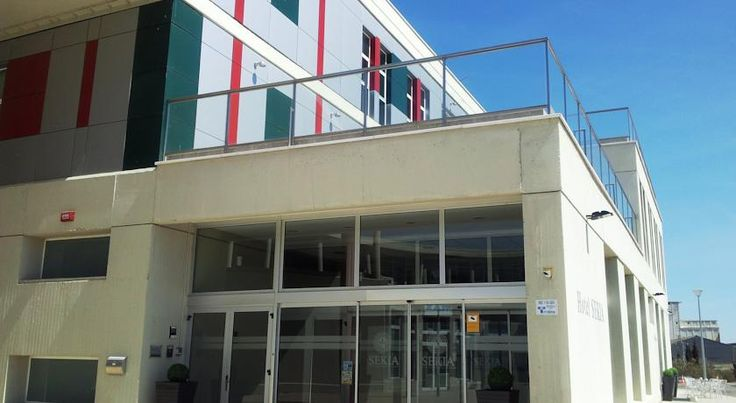 Hotel Sekia Ejea de los Caballeros Hotel Sekia is part of the Exión business centre, only 3.5 km from the centre of Ejea de los Caballeros. It offers smart rooms with free Wi-Fi and free on-site parking.