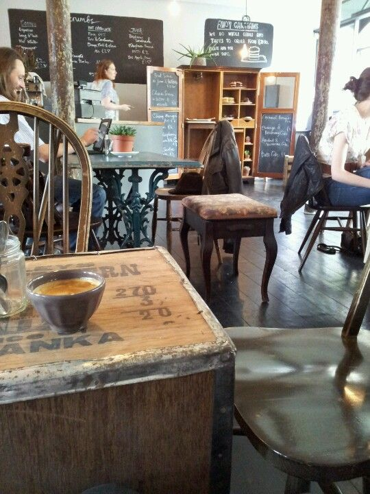 Beautiful cake and tasty tea at this lovely Edinburgh cafe, Lovecrumbs, plus artsy folk