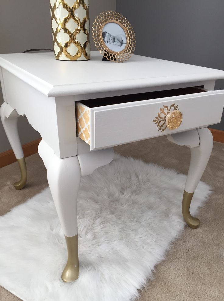 Hollywood Regency Side Table. Vintage Broyhill side table painted in Fusion Mineral Paint Champlain and gold dipped legs. #fusionmineralpaint #golddippedlegs #hollywoodregency