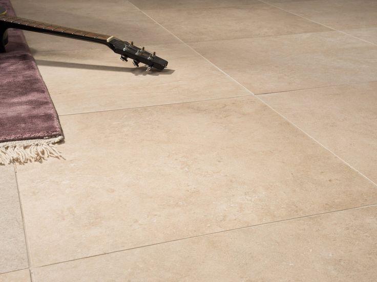 warmes licht unterstreicht den beige ton der fliesen in kalksteinoptik jonastone - Fliesen Beige