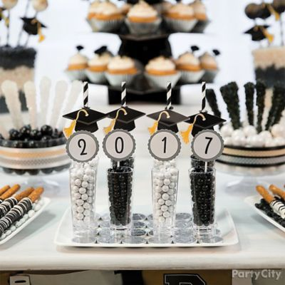 Write 2016 on labels to make Congrats! candy cups