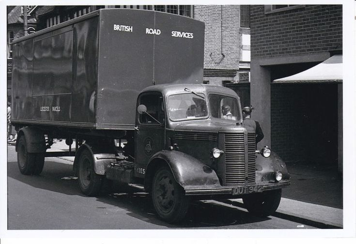 B/W PHOTO BRS LEICESTER PARCELS BEDFORD O TYPE ARTIC BOX TRAILER - DUT 942 #Notapplicable