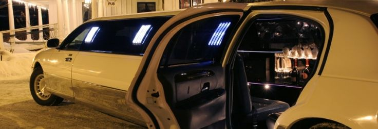 Houston Limo Services & Houston Limousine Services for Airport Transportation Services, Occasions like Houston Wedding Limousine, Birthdays, Party Prom Limo, Corporate Travel, Cruise Transfers.
