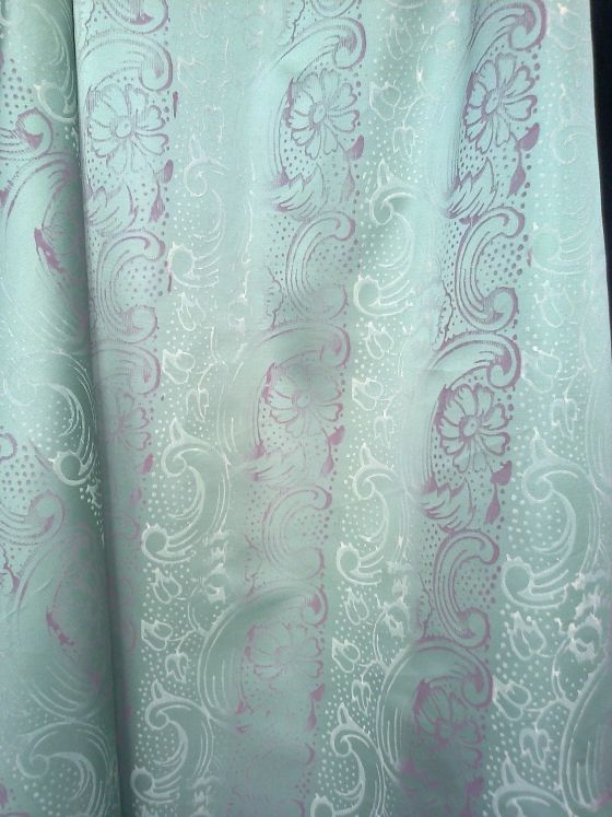 Tessuto doppio rasatello in verde acqua dipinto in bianco e rosa. gventurapeggi.it/artigianato-italiano/tessuti-dipinti-a-mano/item/71-stoffa-dipinta-a-mano