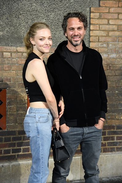 News Photo : Amanda Seyfried and Thomas Sadoski attend the...