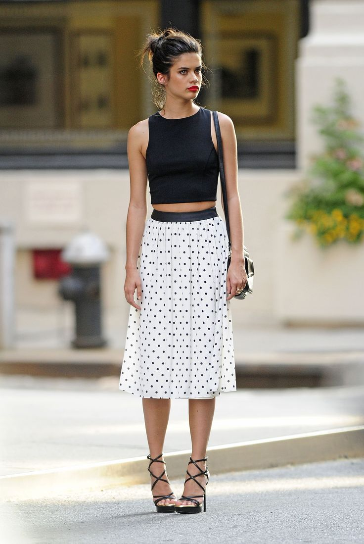 I love the top... just not rockin' the polka-dots, myself.  but cute. Sara sampaio