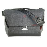 Peak Design Everyday Messenger Bag 15 Charcoal Fototasche für 1 DSLR-Kamera, 2-3 Objektive, 1 15-Zoll-Notebook, 1 Stativ und…