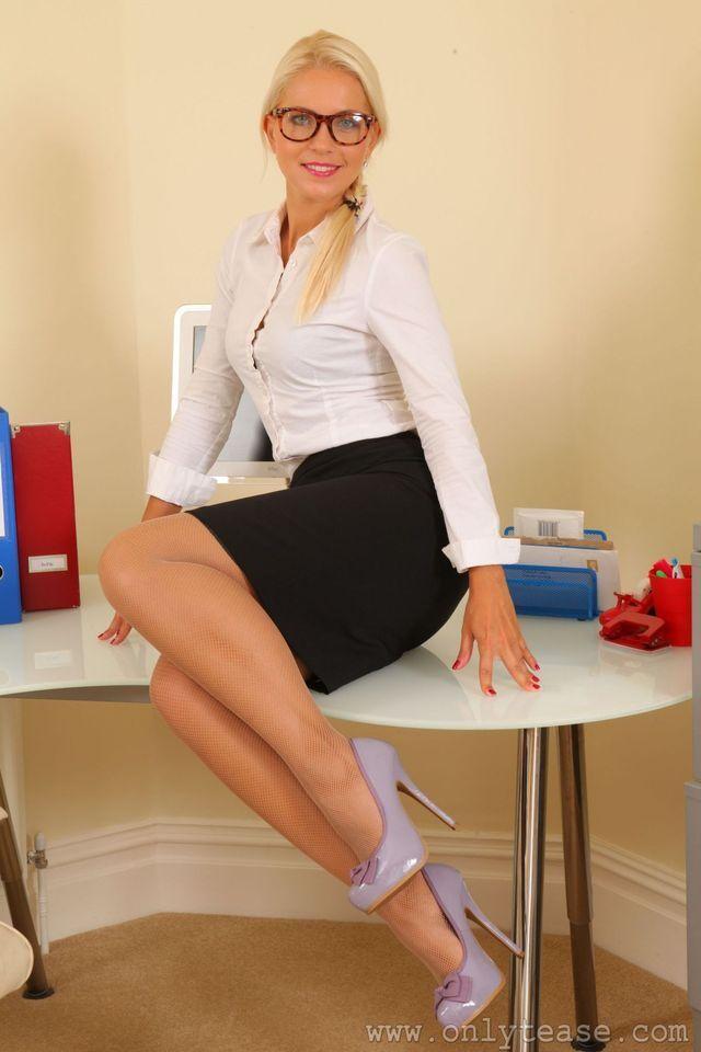 53c2a78e1fbd Pin on Sexy Leg Show