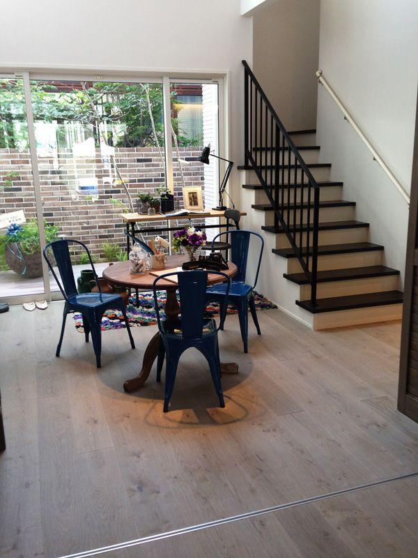 AD WORLD Japan Timberwise Oak Vintage LEVI, sanded wax oiled floor in Nishinomiya, Japan.  Timberwisen Tammi Vintage LEVI, hiottu öljyvahattu lattia Nishinomiyassa, Japanissa.