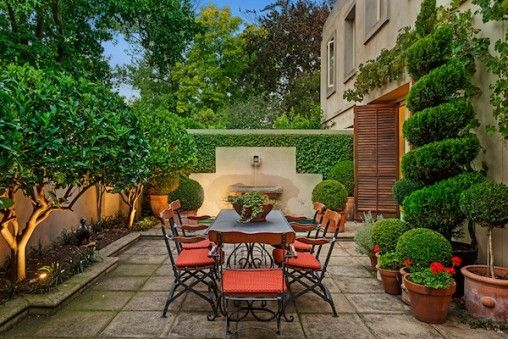 beautiful small courtyard gardens