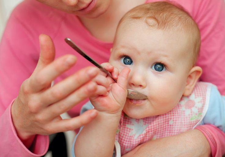5 סימנים שהתינוק מוכן להתחיל אוכל מוצק