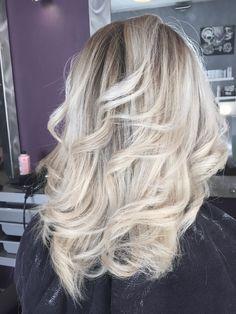 Ombré Hair Blond Polaire Carre Long en 2020   Tendances coiffures, Cheveux marron, Idées de ...