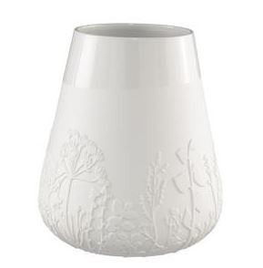White Poetry Vase. Love this beautiful porcelain vase. Looks terrific with or without flowers.  #vase #flowers #hamptonsinteriors