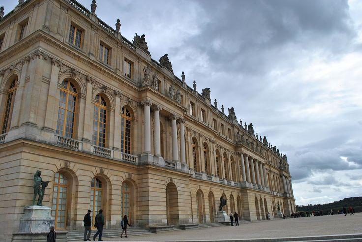 Wizyta w Wersalu na przedmieściach Paryża.