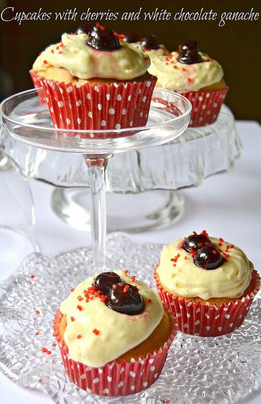 Cupcakes whit cherries and white chocolate ganache