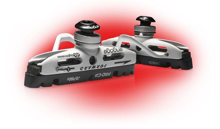 Verwant met onze Gavial carbon remmen zijn onze Engage AERO remschoenen. Onze set bestaat uit 4 remschoenen en weegt slechts 53 gram inclusief onze aluminium remvoeringen (Shimano standaard).