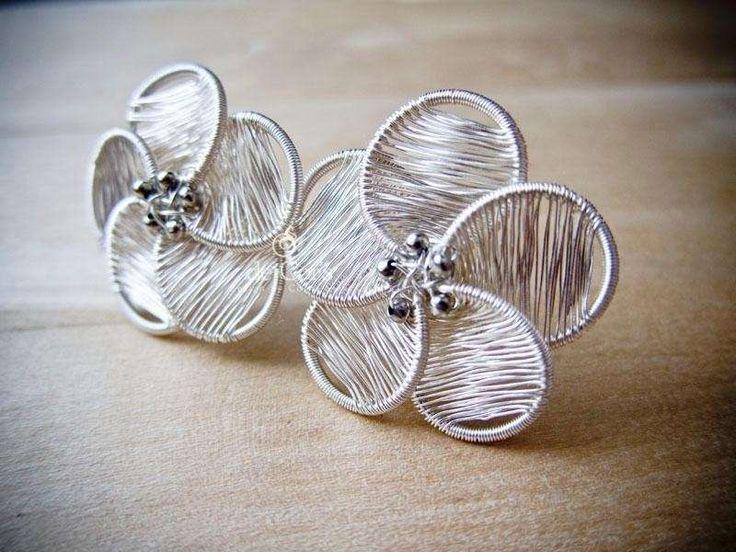 Orecchini fai da te: dal filo alle perline - Orecchini con fiore in filo di rame