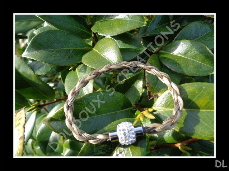 """Bracelet en véritables crins de cheval beige grisés, tressé """"en corde"""" à 4 brins, fermoir magnétique en acier inoxydable à strass : Bracelet par doudoux-crins"""