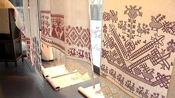 'Käspaikka', Orthodox hand towel, a long embroidered towel or cloth. In Finnish Karelia hand towels were using also the sacred ritual objects.