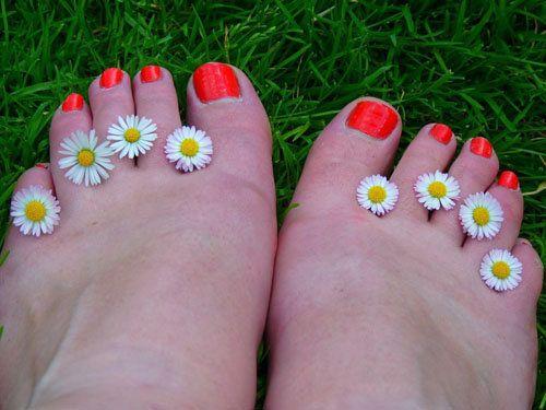 Уход за ногами: нежная кожа  Уход за ногами - это два основных шага: ножные ванночки и косметический уход за кожей ног. Как добиться нежной кожи на ножках - в этой статье.  Уход за ногами следует всегда начинать с ножных ванночек.