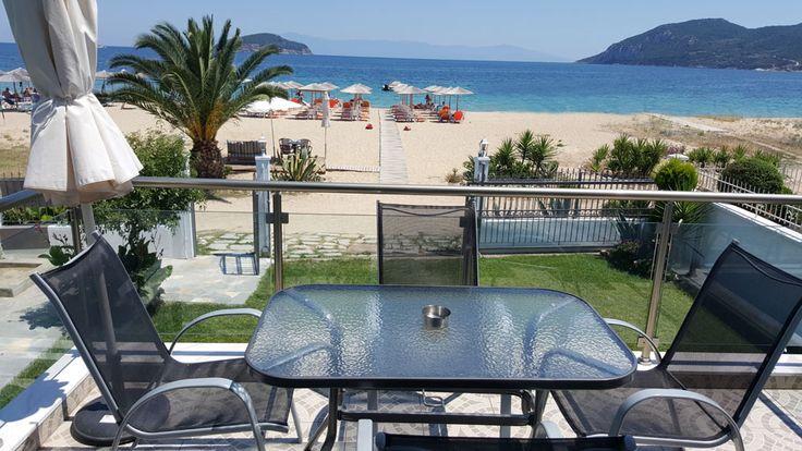 Villa Mediterrane se nalazi na plaži u Nea Iraklitsi.  Ušuskan u prelepo uređeno dvorište, ovaj porodični objekat u svojoj ponudi ima različite smeštajne jedinice.  Postoji jedna superior soba, jed...