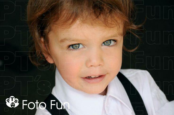 gorgeous little boy rady for mum and da´s Wedding