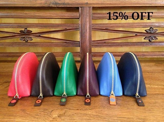 Enjoy your 15% discount on our Cosmetic Pouch in all colors during July!! 💛💙💜💚 #cosmeticpouch #leathergoods #accessories #handmade #stylish #benchbags