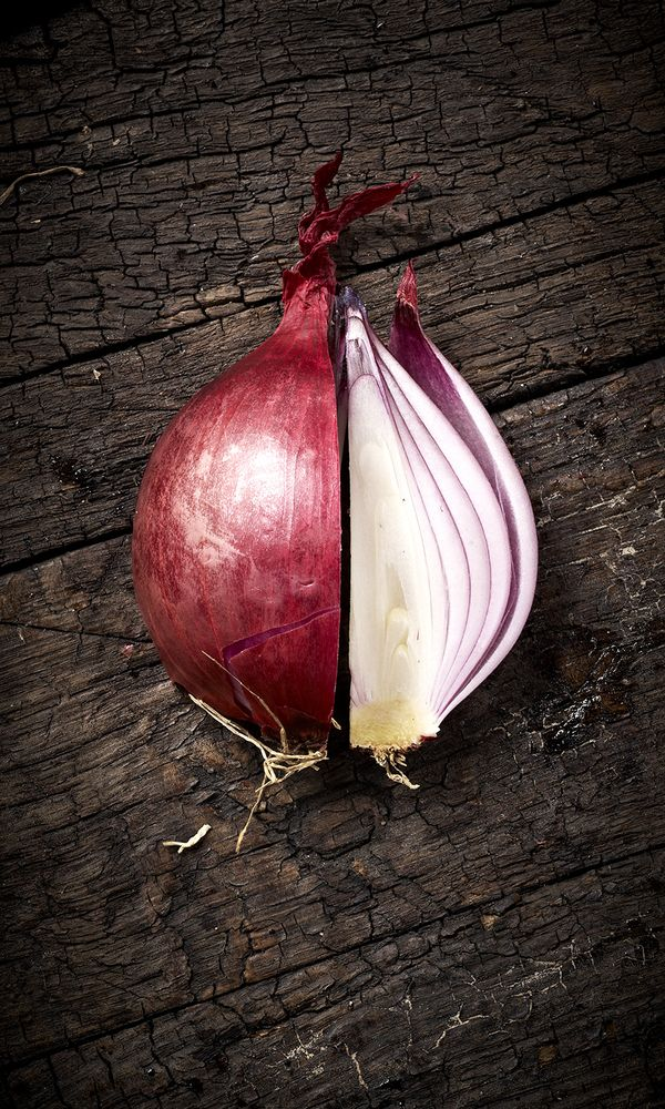 """Red/Purple onion are high in vitamin C, a good source of fiber, low calorie per serving, sodium,fat, and cholesterol free. Has a high content of """"polyphenol"""" which helps with the prevention of cancer and cardiovascular diseases. They are rarely genetically modified but other reports said they have been field tried as GMO about17 times but approval is none.This vegetable is popularly known and used all over the world. (www.gmo-compass.org). I love using it."""