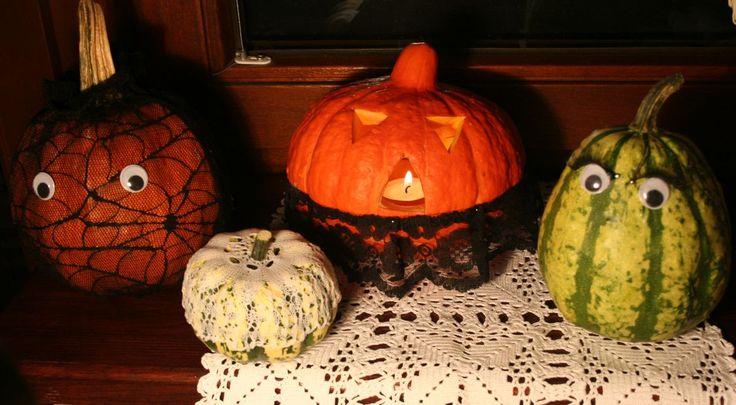 Wesołe dekoracje na Halloween! Zobacz jak wykonać dynie ozdobne w duchu Halloween.  http://zrobiszsam.muratordom.pl/dekoracje/swiateczne/dekoracyjne-dynie-na-Halloween,16_668.html