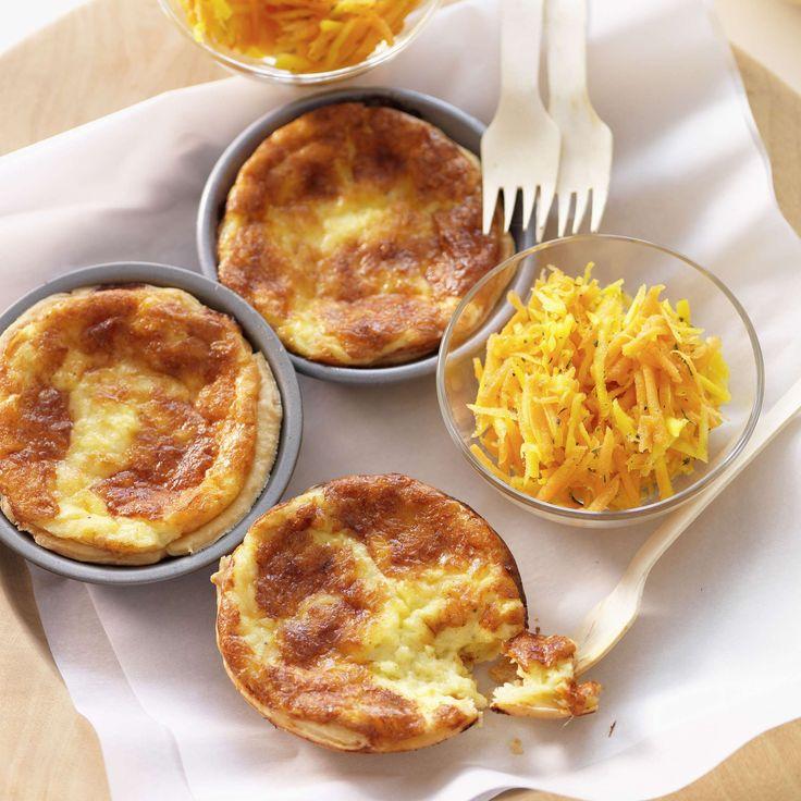 Käseküchlein. Mit einem knackigen Salat als Hauptgang, solo auch als Vorspeise oder Zwischenmahlzeit: köstliche Käseküchlein aus würzigem Appenzeller und Emmentaler Käse.