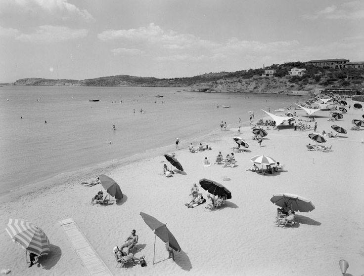 Ακτή «Αστέρας», Βουλιαγμένη, 1957. Φωτ. Δημήτρης Χαρισιάδης Φωτογραφικά Αρχείο Μουσείου Μπενάκη