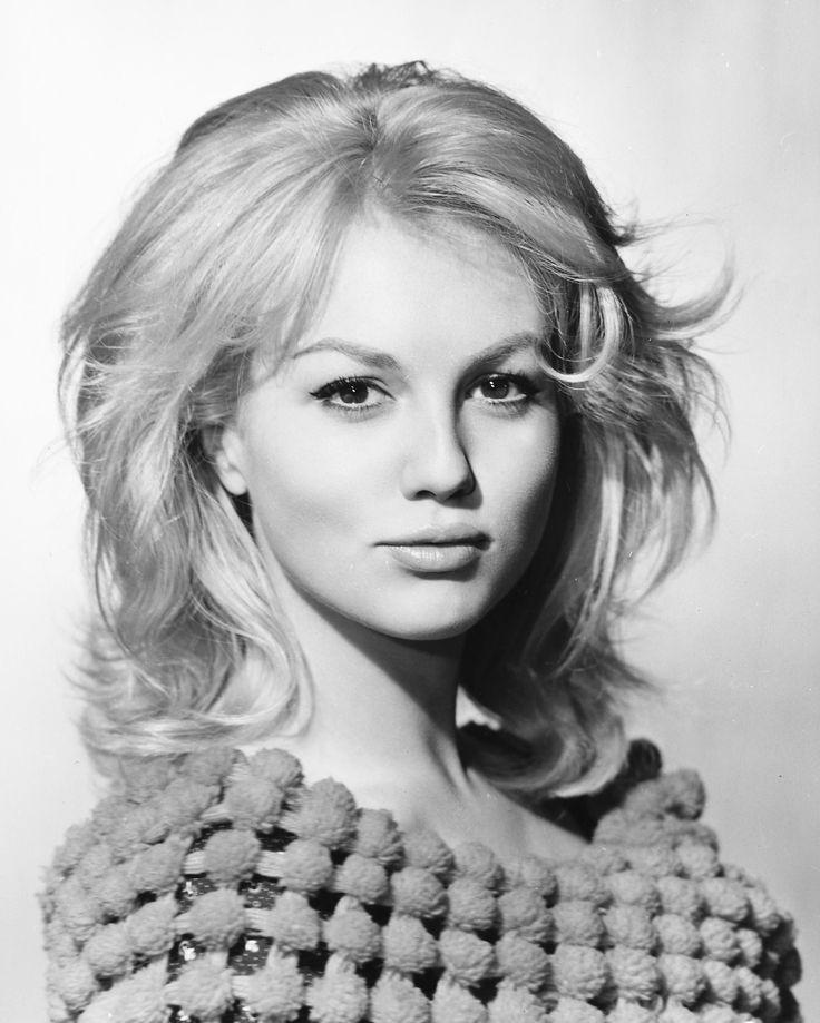 Mylène Demongeot, née le 29 septembre 19351 à Nice (France), est une actrice et productrice française.