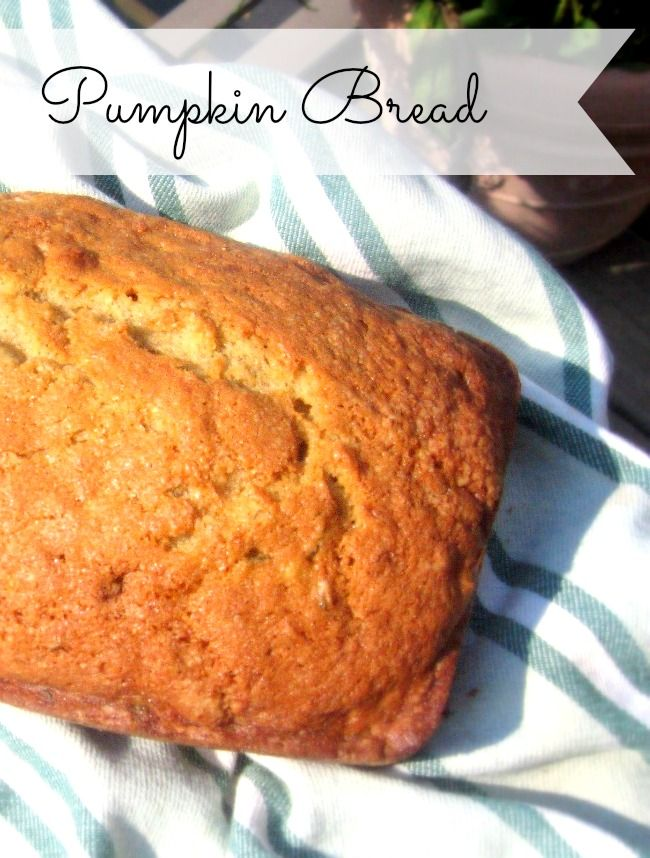 Moist Pumpkin Bread Recipe - so easy and SOOOO good! Perfect for fall (and uses canned pumpkin)
