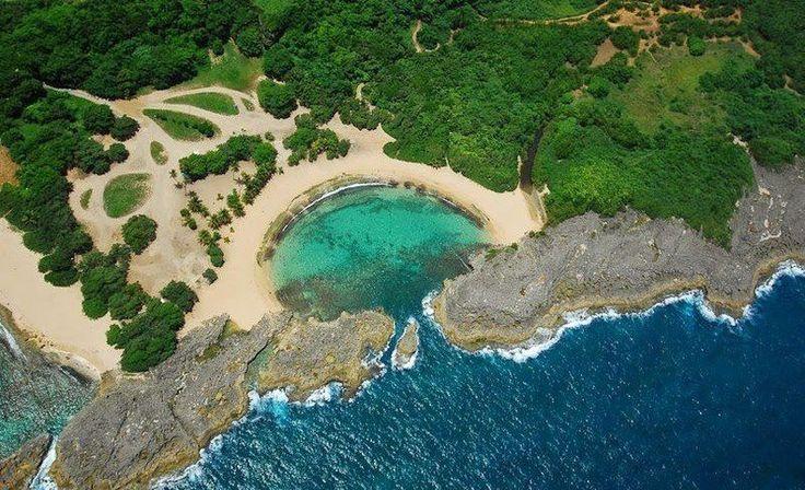 Уединенный пляж Мар-Чикита в Пуэрто-Рико  #travel #travelgidclub #путешествия #traveling #traveler #beautiful #instatravel #tourism #tourist #туризм #природа #пляж #ПуэртоРико #красотища