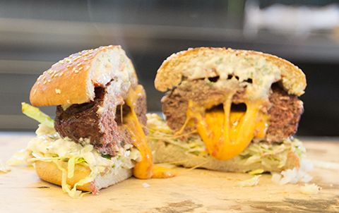 http://www.webergrill.se/grillrecept/kott/the-juicy-lucy-burger.aspx