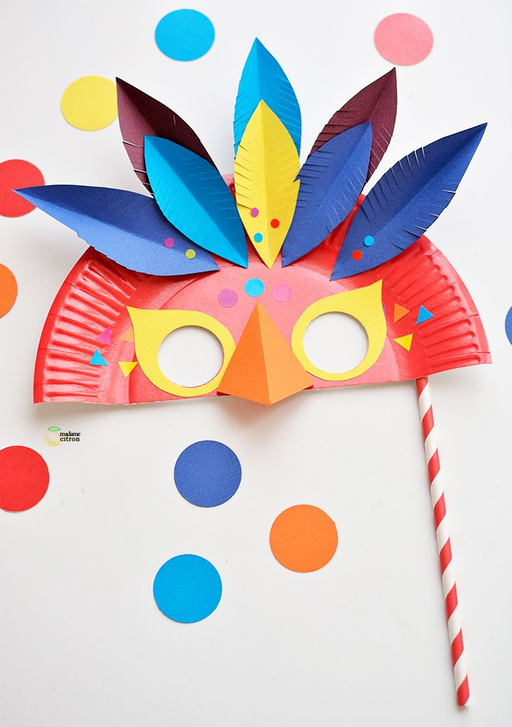 DIY un masque de carnaval plumé