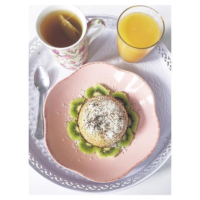 | Dimanche pluvieux 🌧 #latergram #breakfast #bowlcake #kiwi #tea #rainyday #mothersday #happymothersday
