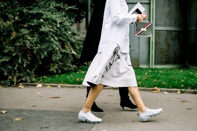 Las 7 tendencias de #sneakers que reinarán el 2018 #FashionSneakers #SneakersLook #SneakersOutfit #Trends #Fashion #FashionTrends #Vogue #StyleFiles #Style #StreetStyle