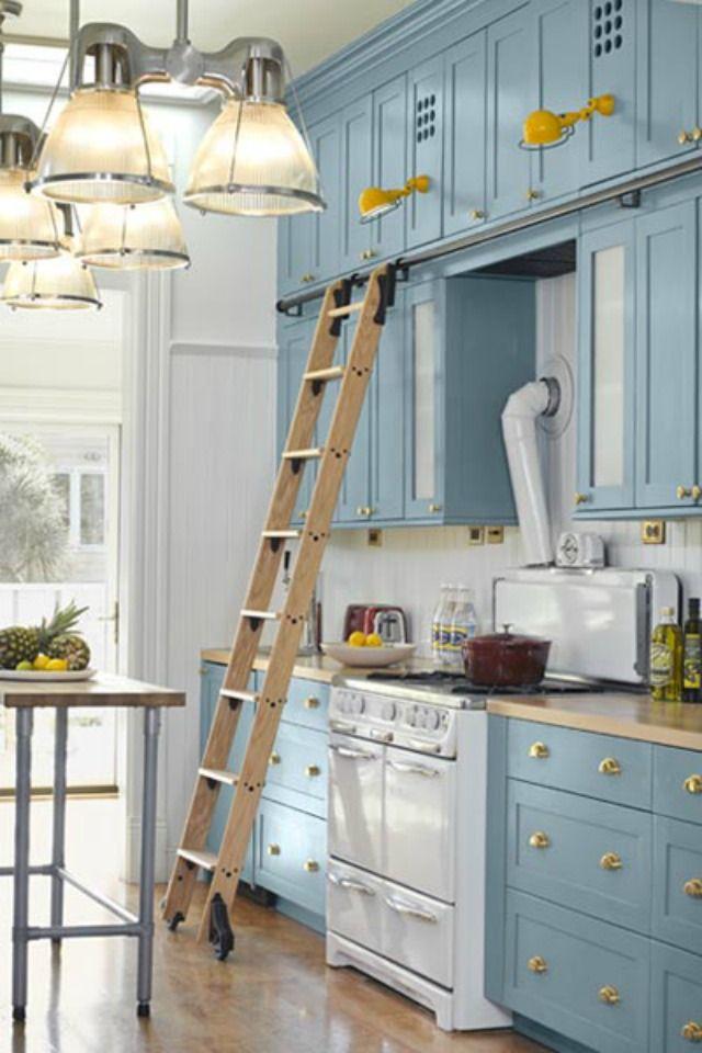 Blue huess and golden details gives it an elegant feel - kitcen design